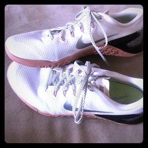 Like new!  Nike Metcon 4